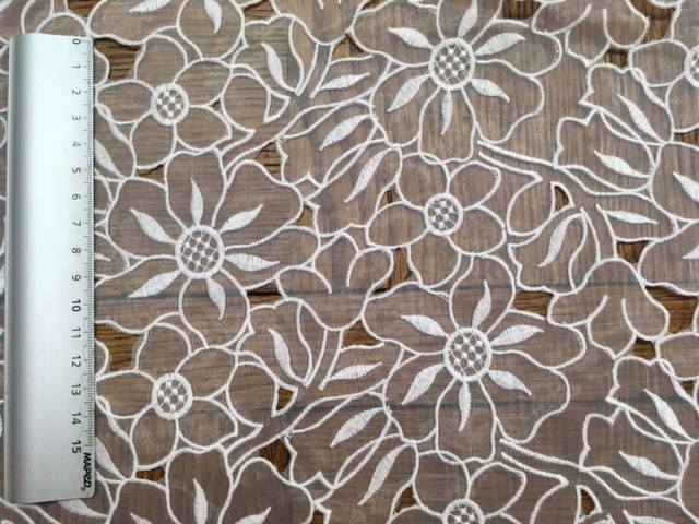 Broderie de fleurs sur organza 6044