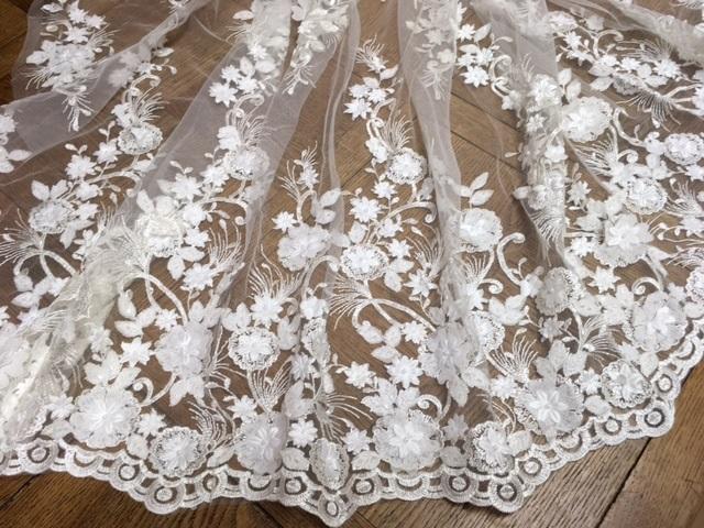 Dentelle festonnée fleurs 3D perlées 6045